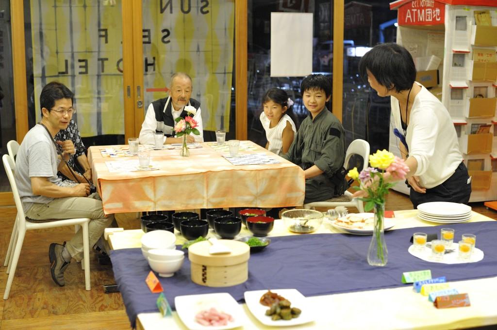 テーブルに並んだ特別なビュッフェ。